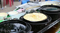 A Thai lady makes a delicious egg omelet on the streets of Bangkok, Thailand.
