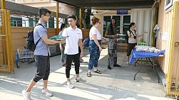 A group of young people on a short-term missions trip prepare to hand out 5kg bags of rice to elderly people living in the slums of Bangkok, Thailand.