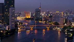 A time lapse of a bridge over the Chao Phraya River in Bangkok, Thailand at dusk.