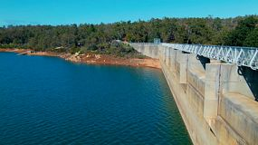 Looking along Mundaring Weir, near Perth, Western Australia.