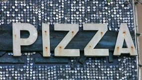 A cool, retro-style PIZZA sign glitters in the midday sun inviting customers to come and have some tasty PIZZA. (HD 1080p30)