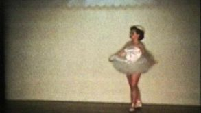Ballet Dancer En Point (1958 Vintage 8mm Film)